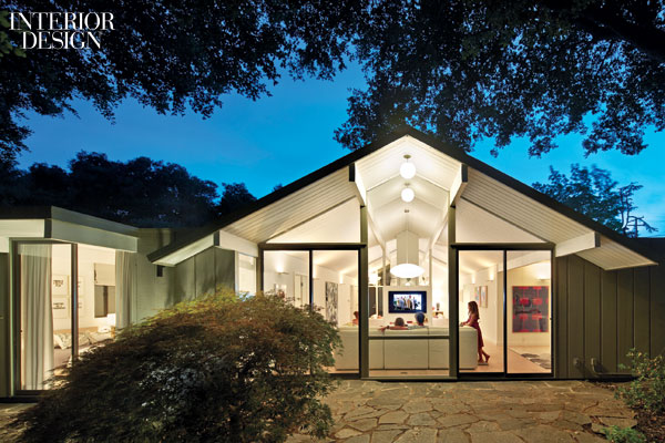 Ranch dressing post and beam house gets brighter the for Post and beam ranch homes
