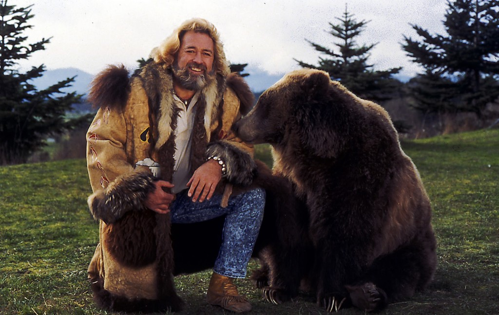 dan_haggerty_with_bear