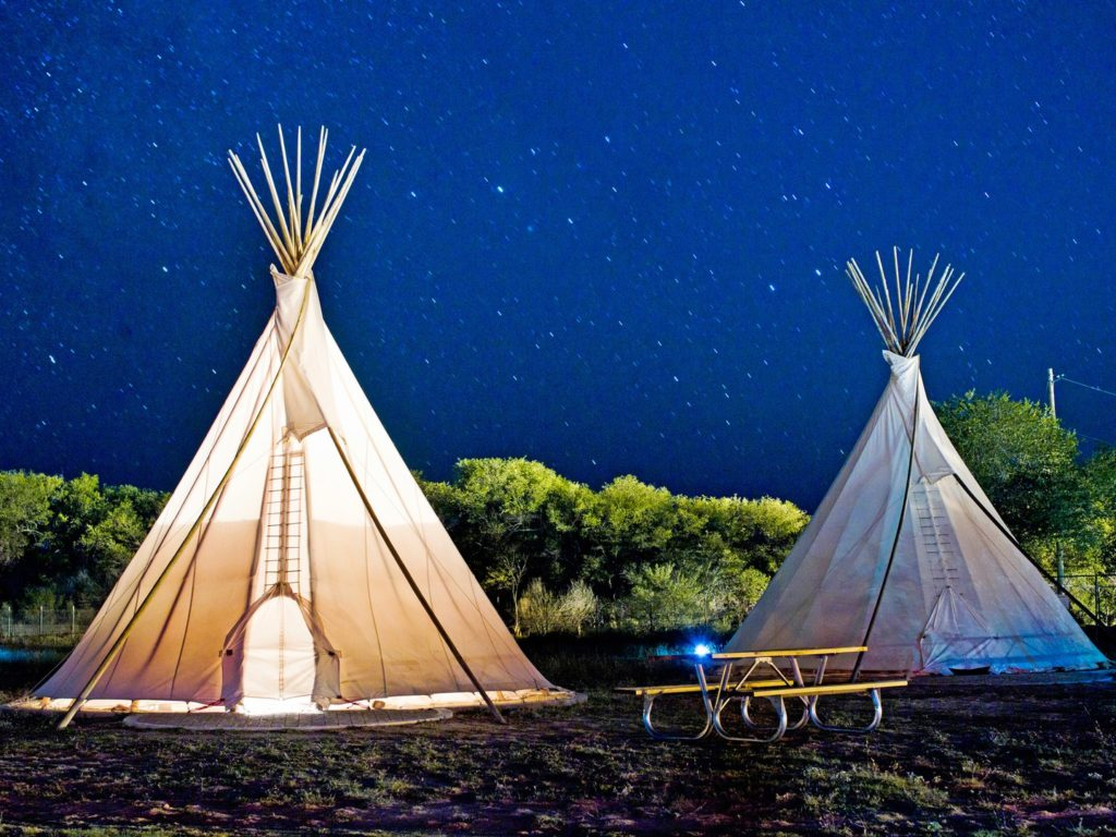 7_El-Comisco---teepee-at-night--Photgrapher-Nick-Simonite